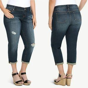 Torrid Destructed Ex-Boyfriend Cropped Jeans SZ 18